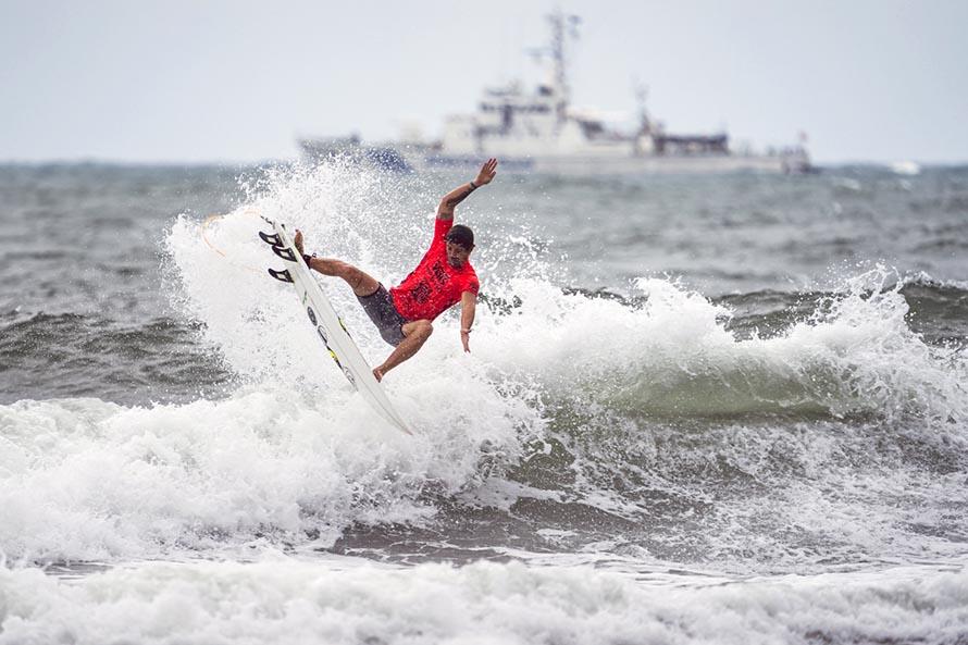 Mundial de Surf: Muñiz sigue en carrera, Usuna fue eliminado