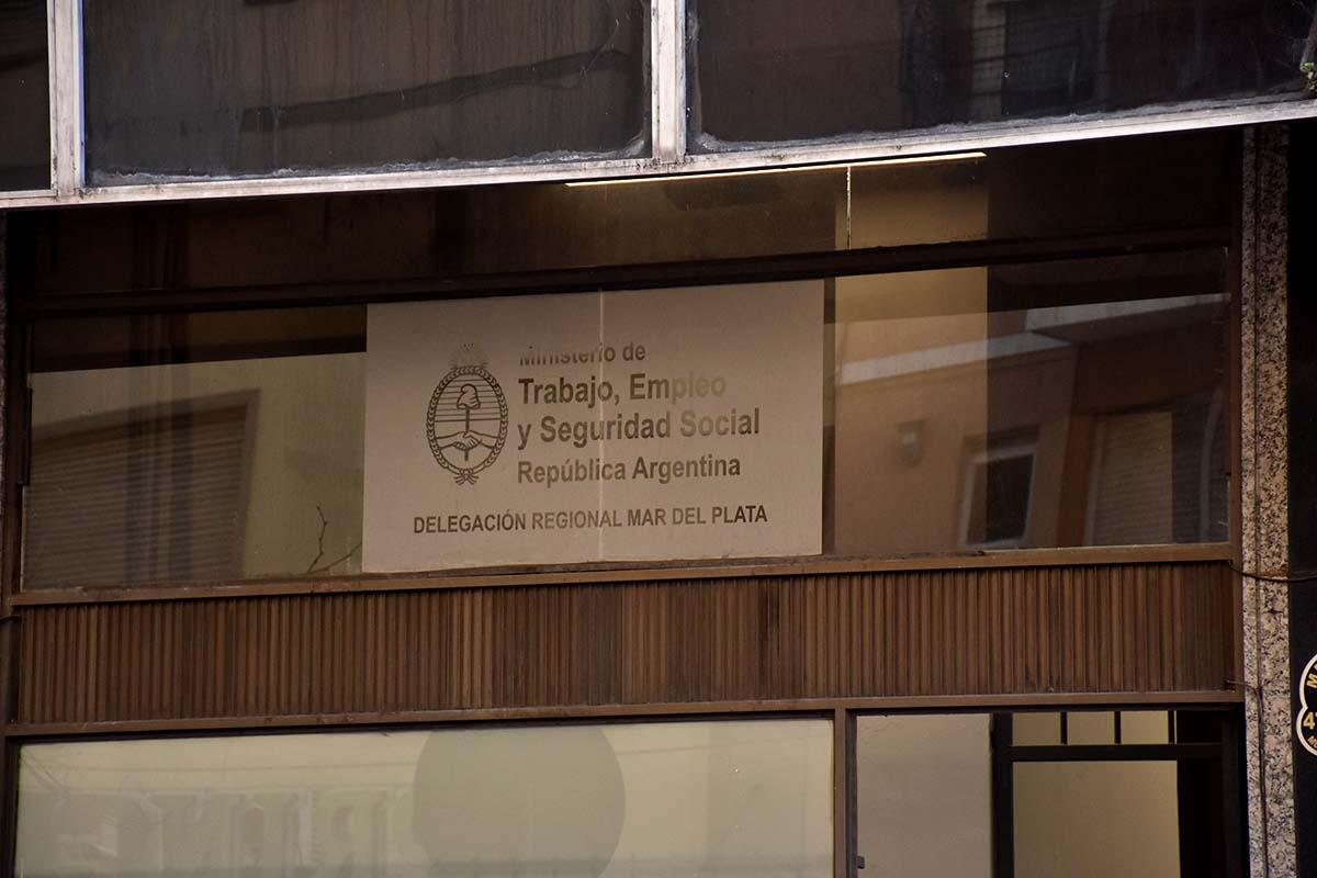 El gobierno oficializó otra prórroga de la prohibición de despidos y suspensiones