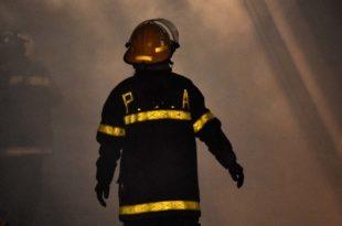 Se incendió una casa y dos hombres tuvieron que ser internados