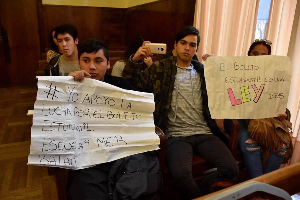 Buscan que Costa Azul devuelva los pases estudiantiles hasta fin de año