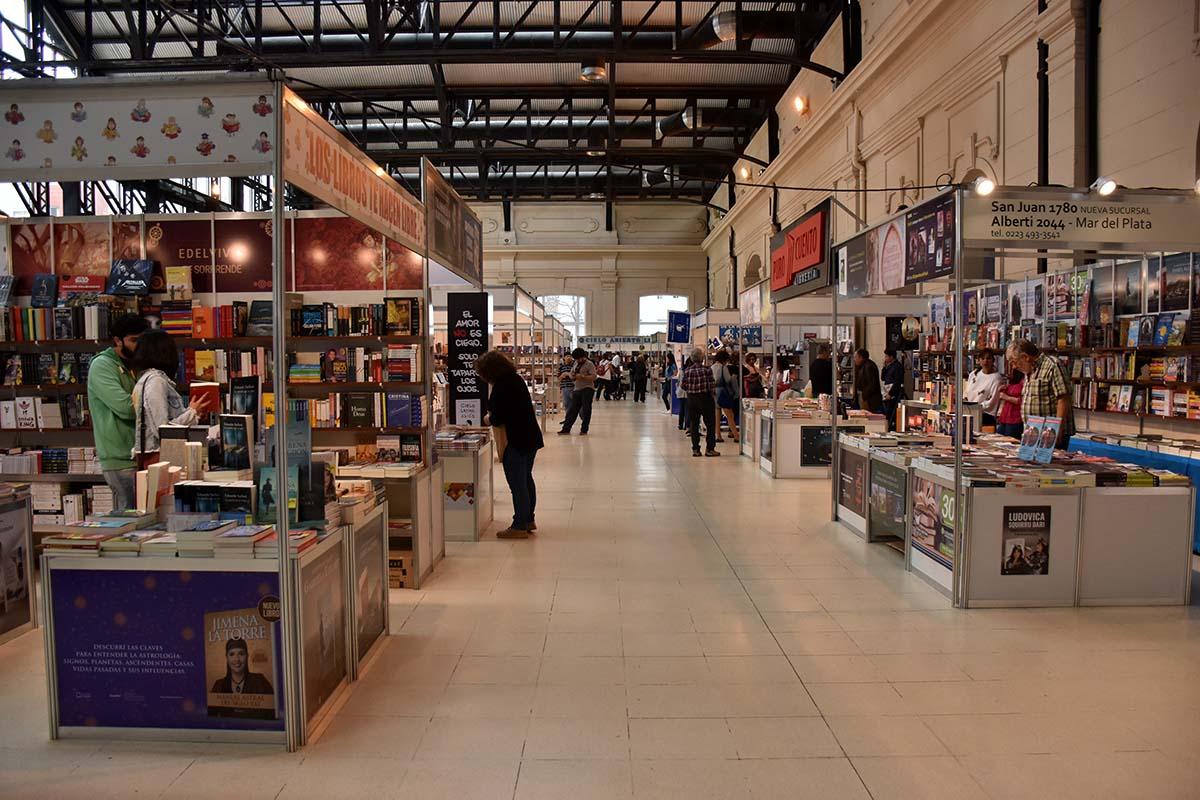 Carlos Balmaceda y Eduardo Sacheri, en el cierre de la Feria del Libro