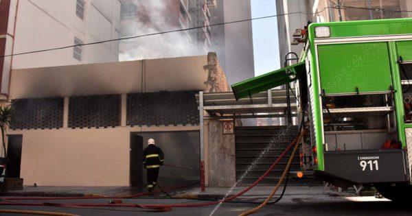 Incendio en la cochera de un hotel en el barrio La Perla
