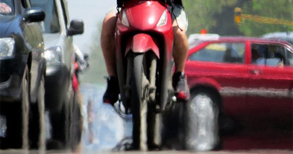 Proponen que las motos tengan un espacio exclusivo para detenerse en los semáforos