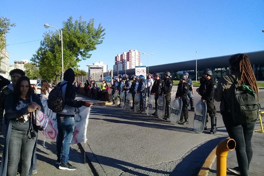 """La Terminal, """"blindada"""" contra la protesta de las familias por el boleto estudiantil"""