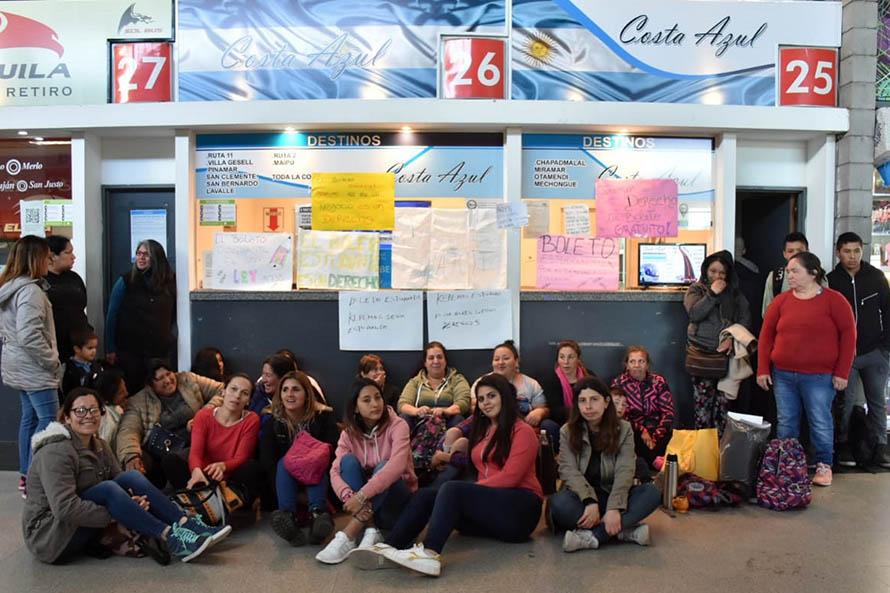 Quita de pases estudiantiles: sin respuestas, tomaron la boletería de Costa Azul