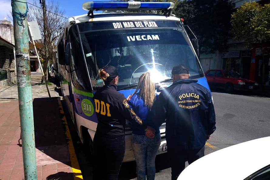 Detuvieron a una mujer que era buscada por prender fuego a su pareja