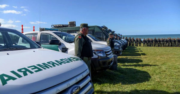 Bullrich respondió que los gendarmes y sus familias harán turismo social en los hoteles