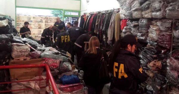 """""""Prendas Fraudulentas"""": incautan ropa donada que era comercializada"""