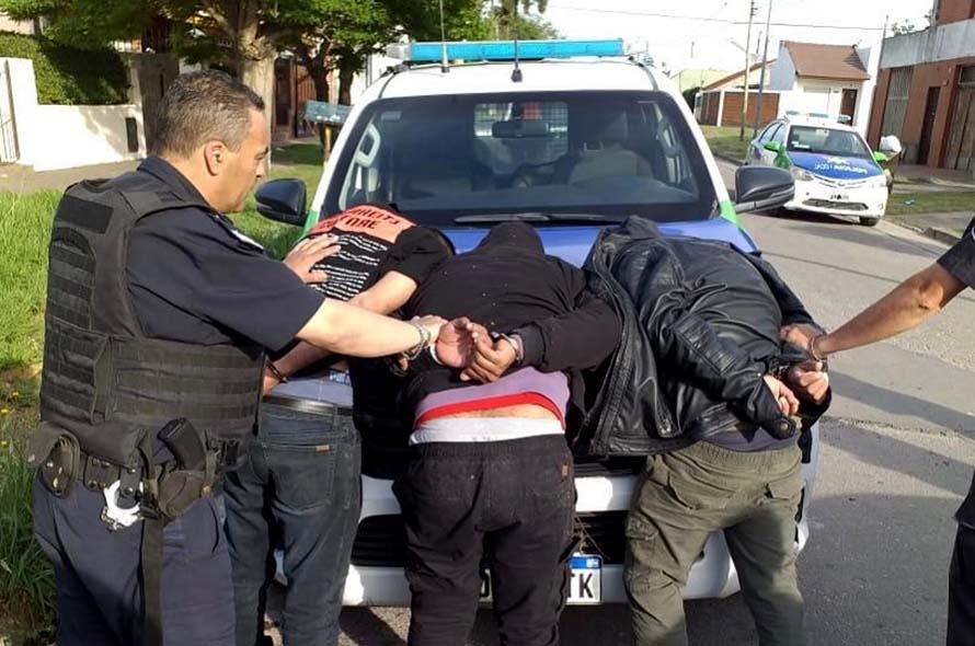 Entraron a una casa, redujeron a dos mujeres y robaron 95 mil dólares: tres detenidos