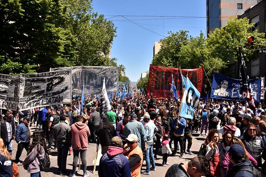 Masiva marcha de organizaciones y gremios por la emergencia alimentaria