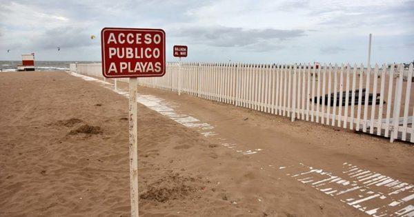Paseo Hermitage: pese a la intimación del gobierno, la playa sigue cercada