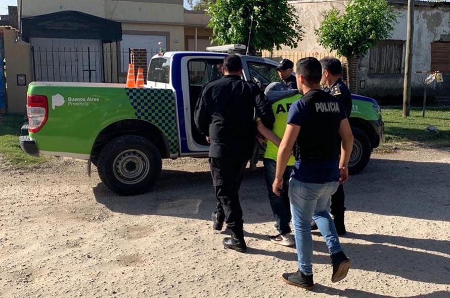 Dos policías desafectados por extorsionar a un detenido: le pidieron dólares para liberarlo