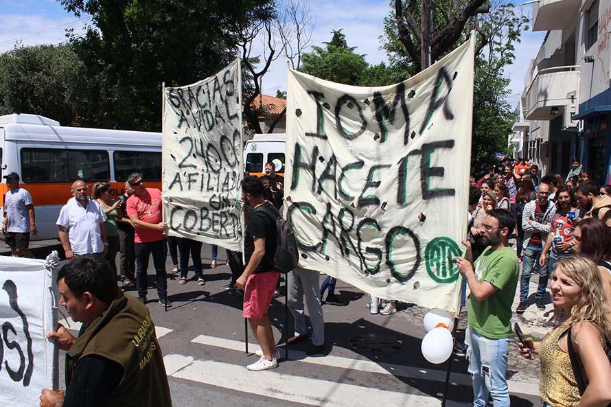 Incluir Salud: trabajadores y transportistas reclamaron respuestas en La Plata