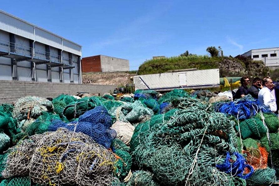 Contaminación en el mar: un proyecto para reciclar redes de pesca en desuso