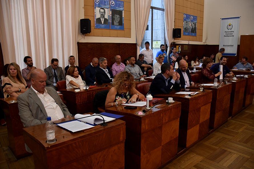 El oficialismo buscará que los concejales también reduzcan su sueldo