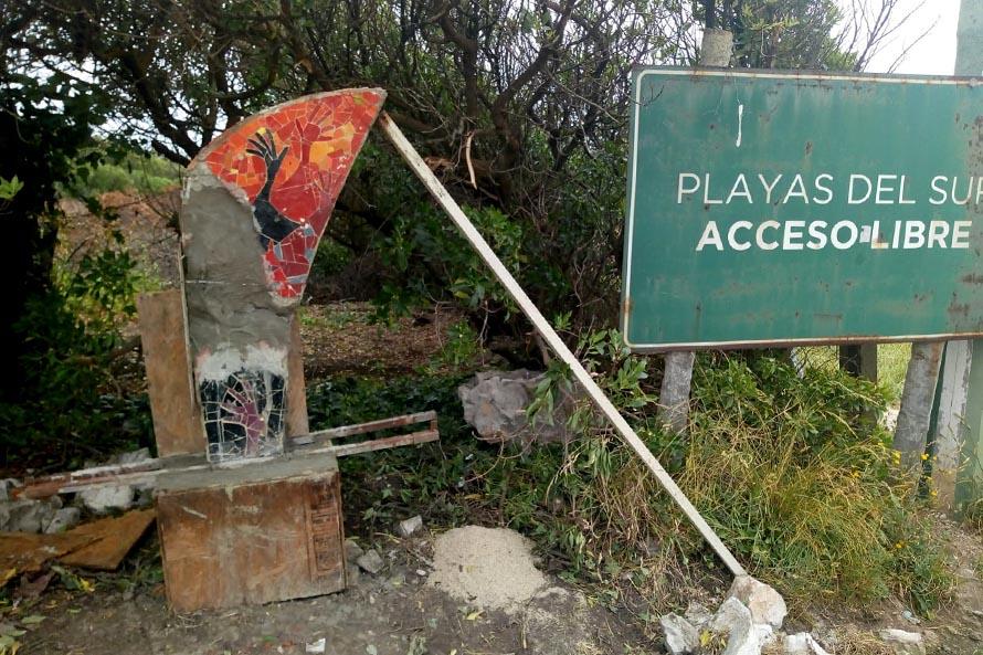 """Luna Roja: una protesta para denunciar la """"apropiación ilegal"""" de la playa pública"""