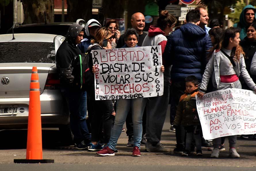 Huelga en el Penal de Batán: familiares se manifestaron en Tribunales