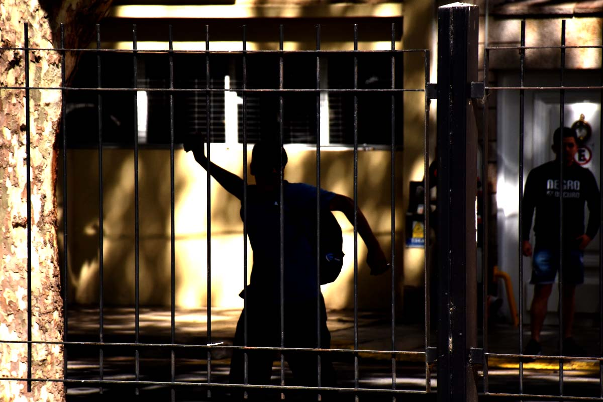 El Martillo: tensión, destrozos y amenazas afuera de Tribunales