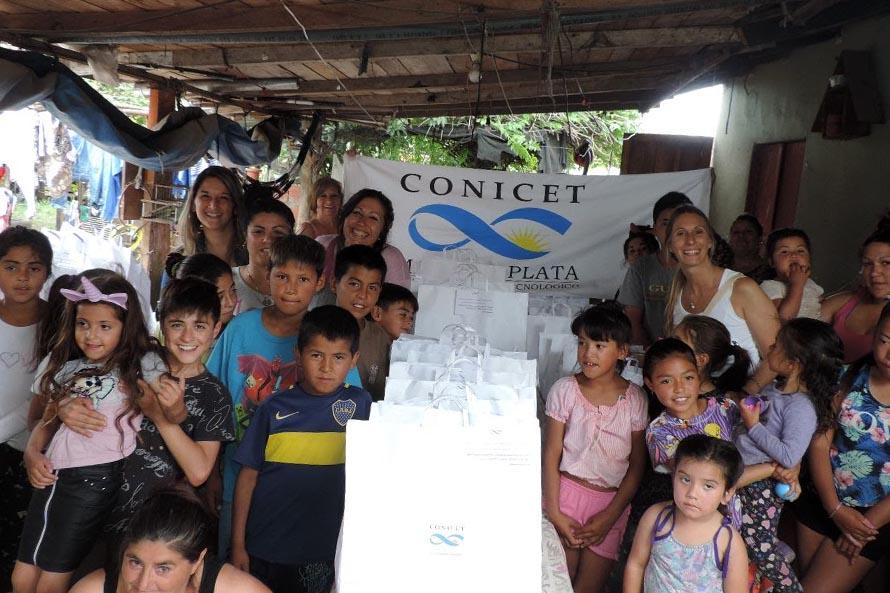 El Conicet Mar del Plata donó canastas navideñas a 60 familias