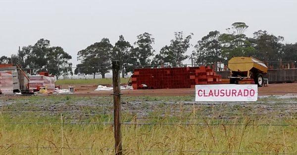 Clausuran una estación de servicio ilegal en la Ruta 2 a metros de una escuela