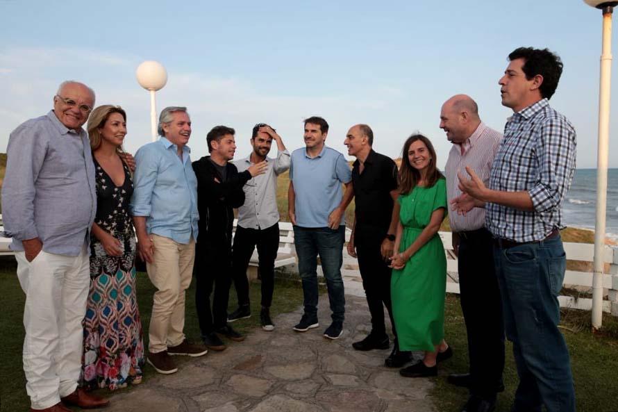 Alberto Fernández se reunió con empresarios teatrales y actores en Chapadmalal