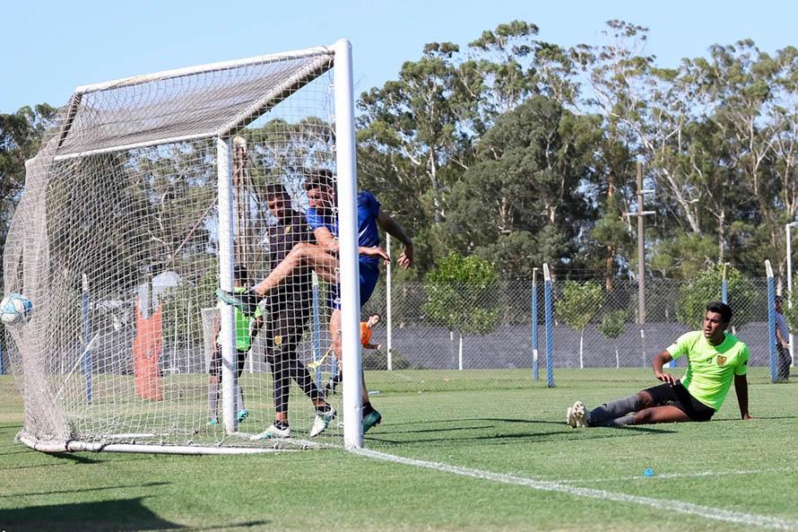 Antes de los partidos oficiales, Alvarado tuvo su último amistoso ante Santamarina