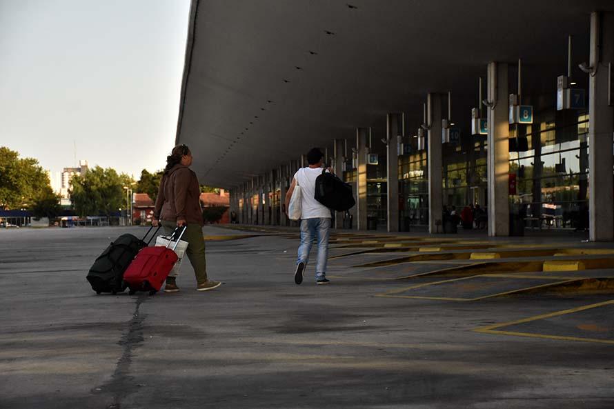 Maleteros mantendrán el bloqueo en la Terminal hasta obtener respuestas
