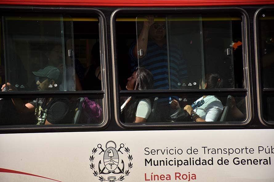 Hasta el 31 de marzo, los colectivos sólo podrán llevar pasajeros sentados en Mar del Plata