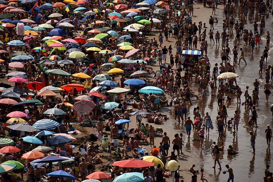 Temporada: analizan un protocolo para limitar la cantidad de gente en las playas