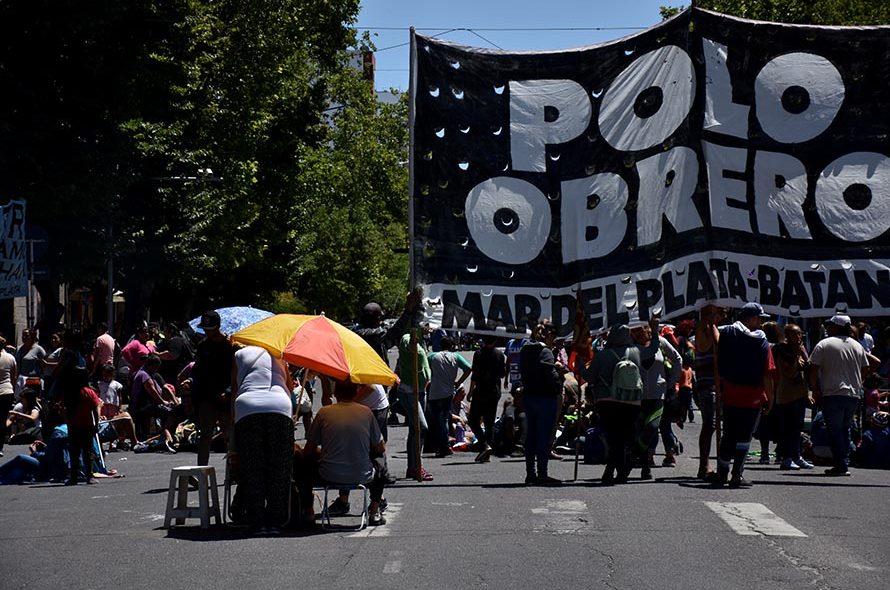 PROTESTA RECLAMO POLO OBRERO BARRIOS DE PIE MTR MUNICIPALIDAD (4)