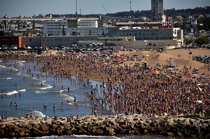 """Los discriminaron en un balneario de Mar del Plata """"por hacer escenas de gays"""""""