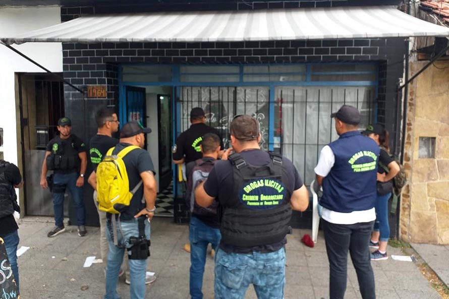 Vendían drogas con un almacén como fachada: dos detenidas