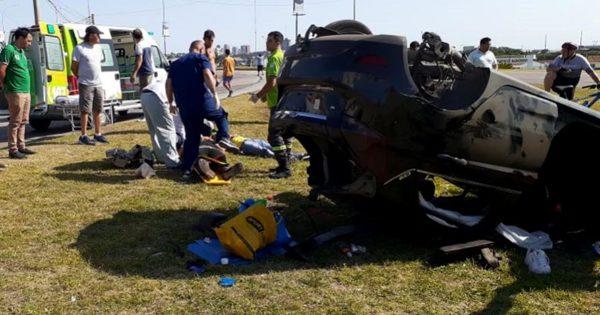 Tres heridos tras un fuerte vuelco en Punta Mogotes