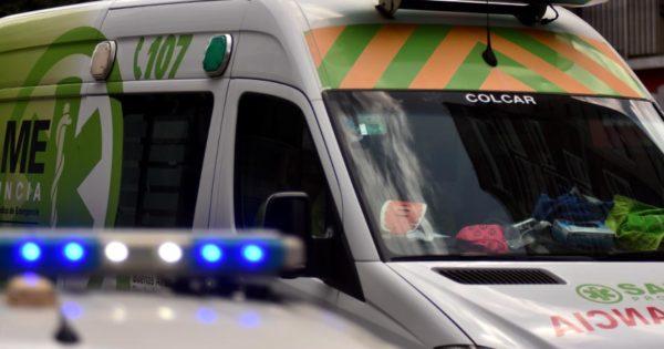 Iba en moto a contramano y atropelló a un hombre: quedó detenido