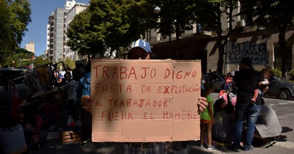 Organizaciones vuelven a protestar por trabajo y pagos adeudados