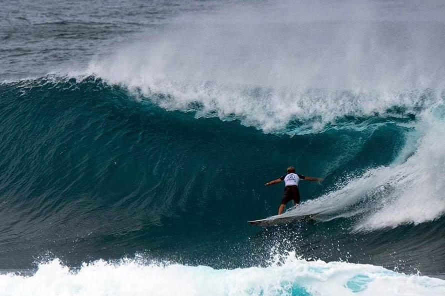 Surfistas marplatenses llegaron a El Salvador para disputar el Preolímpico