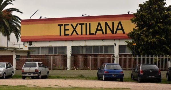 Fábricas textiles confeccionan elementos hospitalarios: trabajadores piden garantías