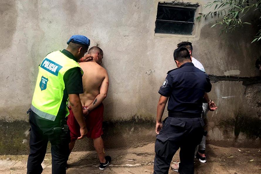 Maniataron y retuvieron a un joven en una casa: dos detenidos