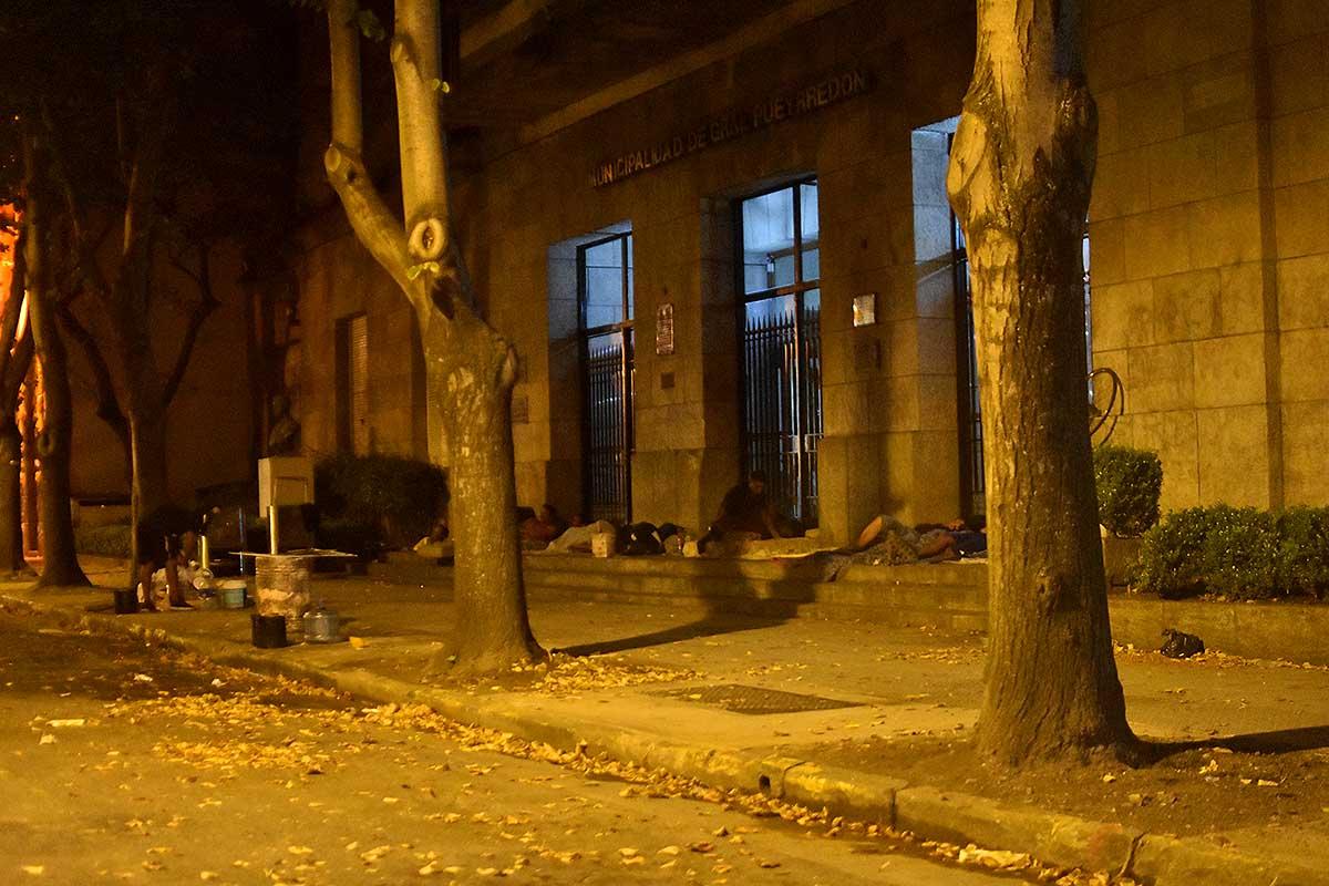 Situación de calle: en la cuarentena, dormir afuera de la Municipalidad