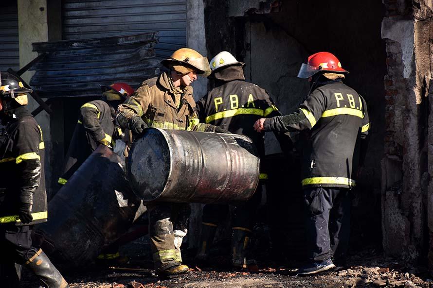 Incendio fatal en el barrio Regional: confirman que el depósito de químicos era clandestino