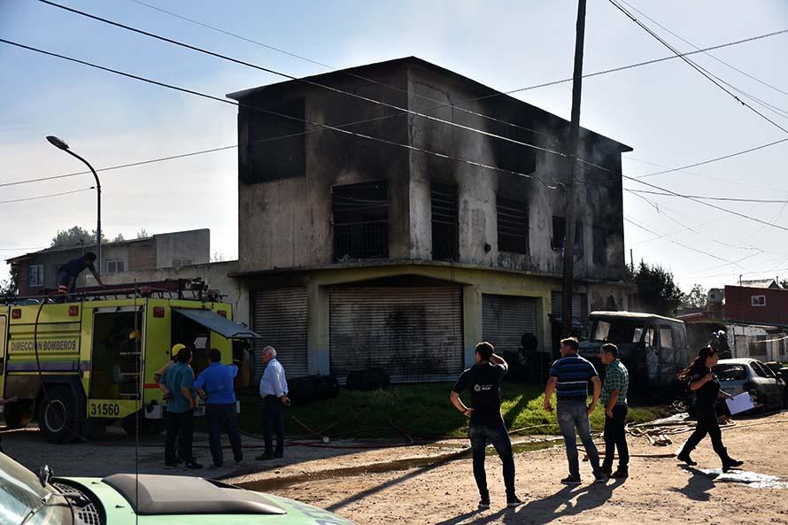 Incendio fatal en el barrio Regional: dos muertos y tres heridos graves