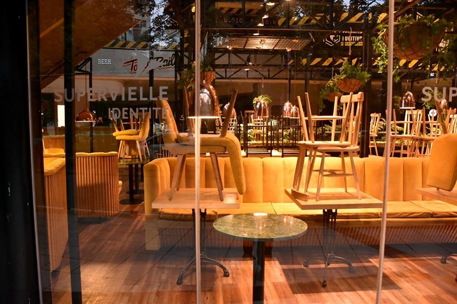 """Mar del Plata, """"cerrada"""": primeras horas con persianas bajas en restaurantes y comercios"""