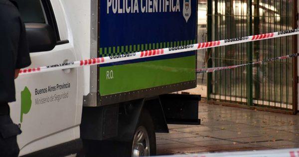 Se desprendió mampostería de un edificio céntrico: murió una mujer