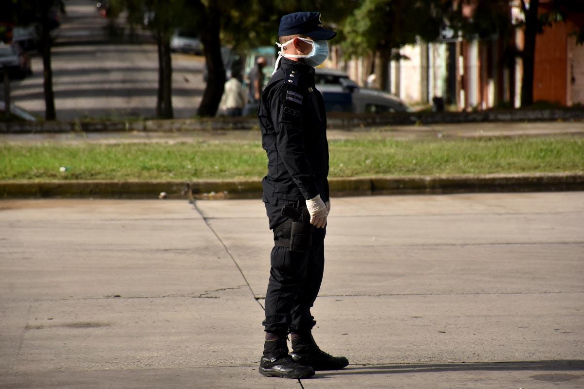 Con 60 años, hacía actividad física en la calle en medio de la cuarentena: lo llevaron a su casa