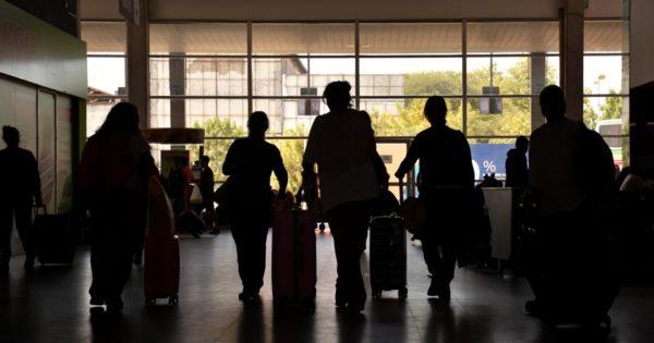 Al menos el 8% de los bonaerenses que volvieron del exterior incumplió el aislamiento