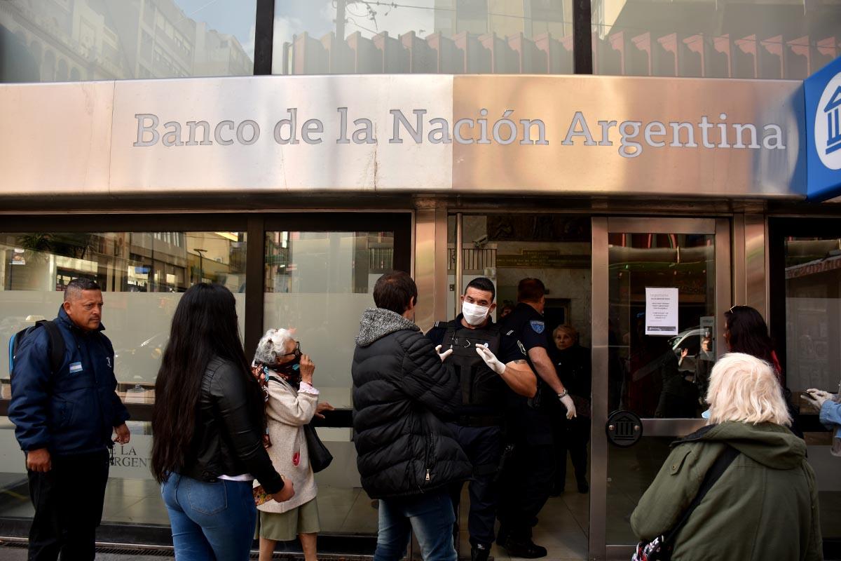 """Los bancos también estarán abiertos el """"Jueves Santo"""" para jubilados"""