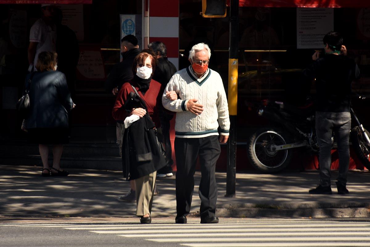 Reforzarán con voluntarios la asistencia a adultos mayores en medio de la cuarentena