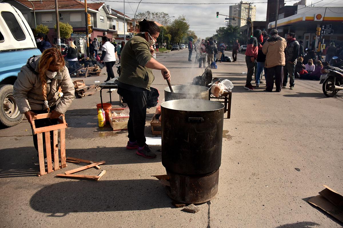 Cuarentena: nuevos cortes y protestas para pedir la entrega de alimentos