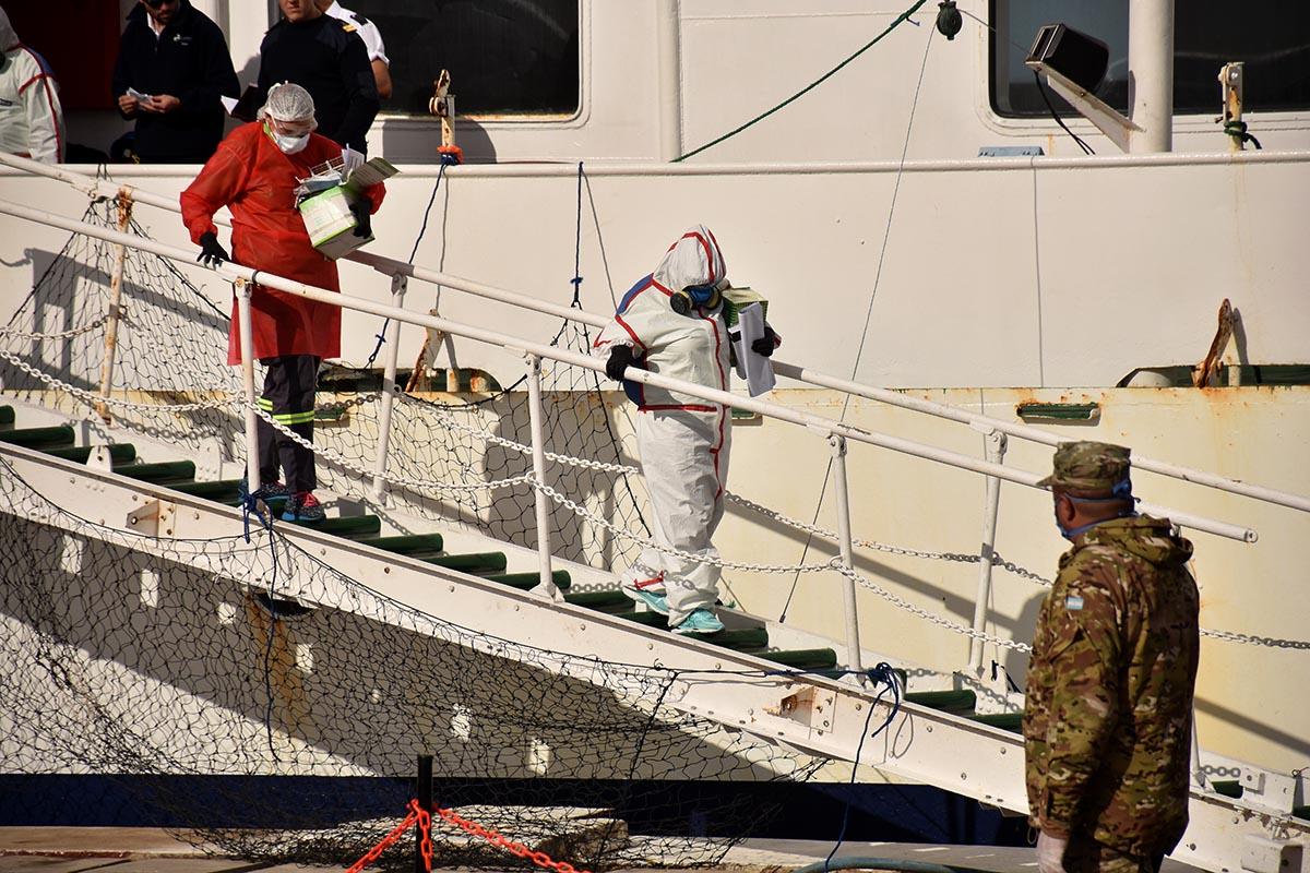 """Crucero """"Ushuaia"""": realizaron hisopados a seis tripulantes y esperan los resultados"""