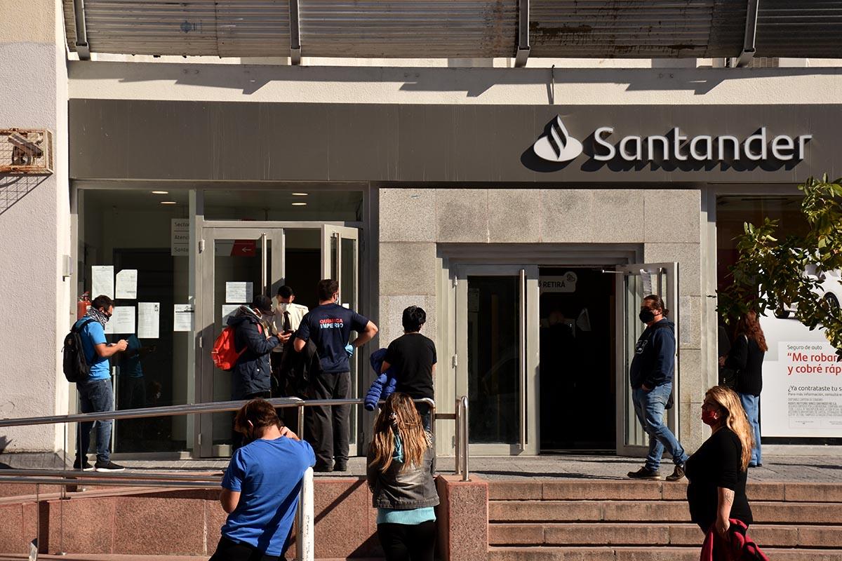 Bancos y empresas de cobro de servicios: cómo funcionarán esta semana